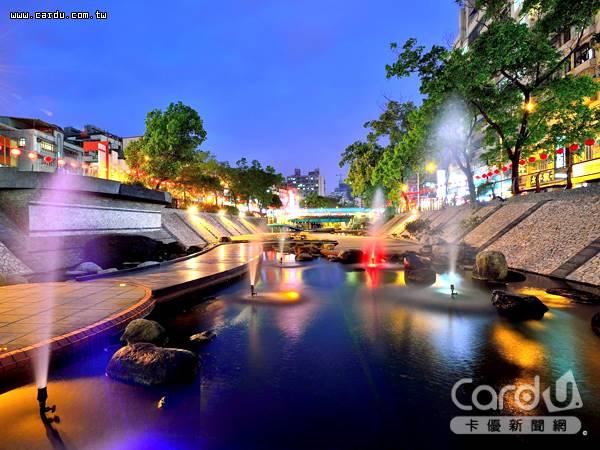 中港大排有光水舞體驗區、水生植物區及昌中橋特殊景觀、彩虹橋的熱門打卡地標(圖/新北市政府 提供)