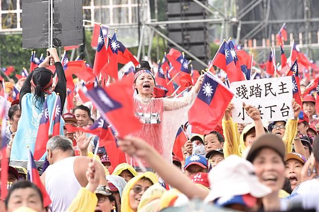 韓國瑜凱道造勢,韓宣稱來了30到40萬人,但議員戴錫欽向市警局要資料,警局卻回應這次沒統計。 (圖/NowNews攝影中心攝)