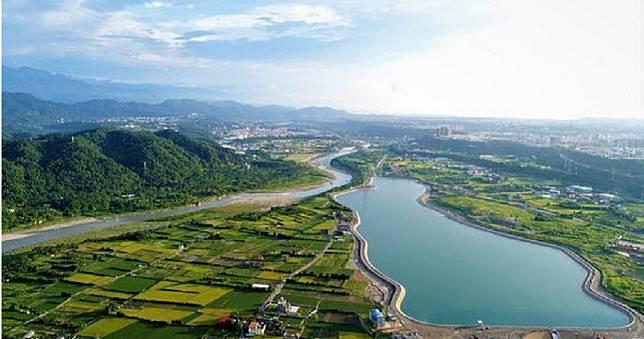 打卡魔人發現 台灣就有《天氣之子》真實場景 玻璃棧道、環湖自行車道都在北台灣