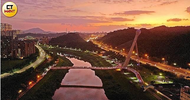 舊橋換新裝 又多一處夜景打卡點