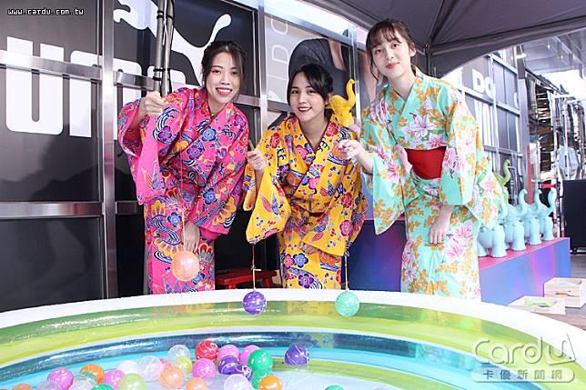 穿上沖繩琉服或日本浴衣盡情拍照打卡,大玩釣水球、打彈珠大賽、套圈圈洗版IG版面(圖/新光三越 提供)