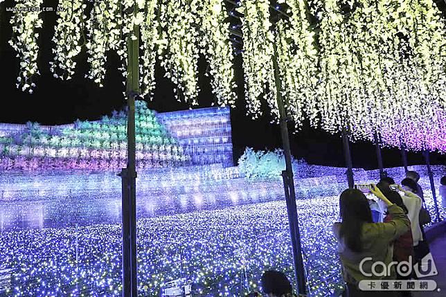 日本最大型燈光節「名花之里」如水彩畫般約70公尺的紫藤花藤架區,臨場感十足(圖/維酷公關 提供)