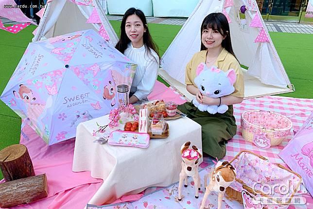 迪士尼台中店櫻花季228連假登場,櫻花打造粉紅花海,小鹿斑比、瑪麗貓現身(圖/廣三SOGO 提供)